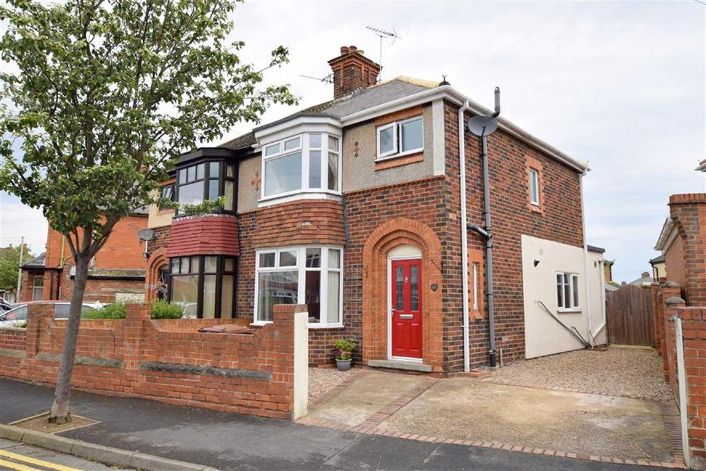 3 Bedrooms Semi Detached House for sale in Campden Crescent, Cleethorpes, North East Lincolnshire