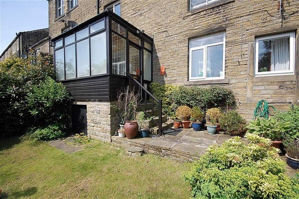 1 Bedroom End Of Terrace House for sale in Thornhill Road, Longwood, Huddersfield, HD3
