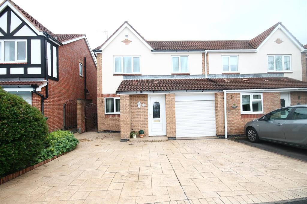 3 Bedrooms Semi Detached House for sale in Dunmoor Grove Ingleby Barwick, Stockton-On-Tees