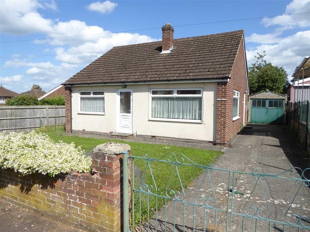 2 Bedrooms Detached Bungalow for sale in Sinclair Drive, Banbury