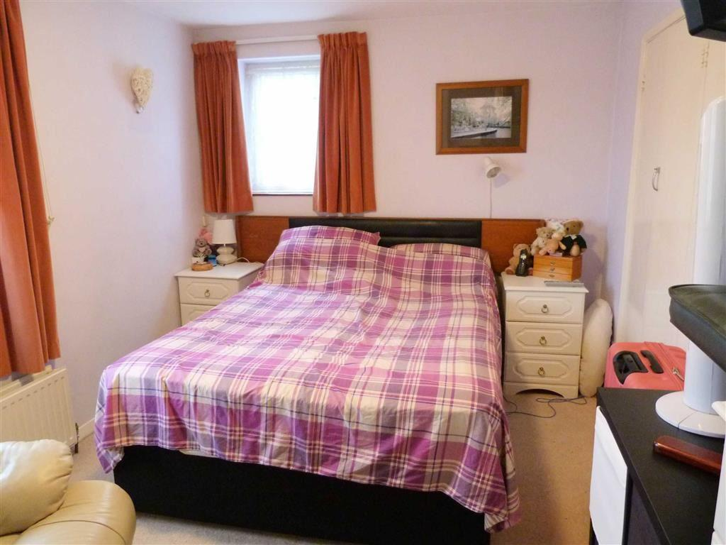Knightsfield West Side Welwyn Garden City 2 Bed Flat 163