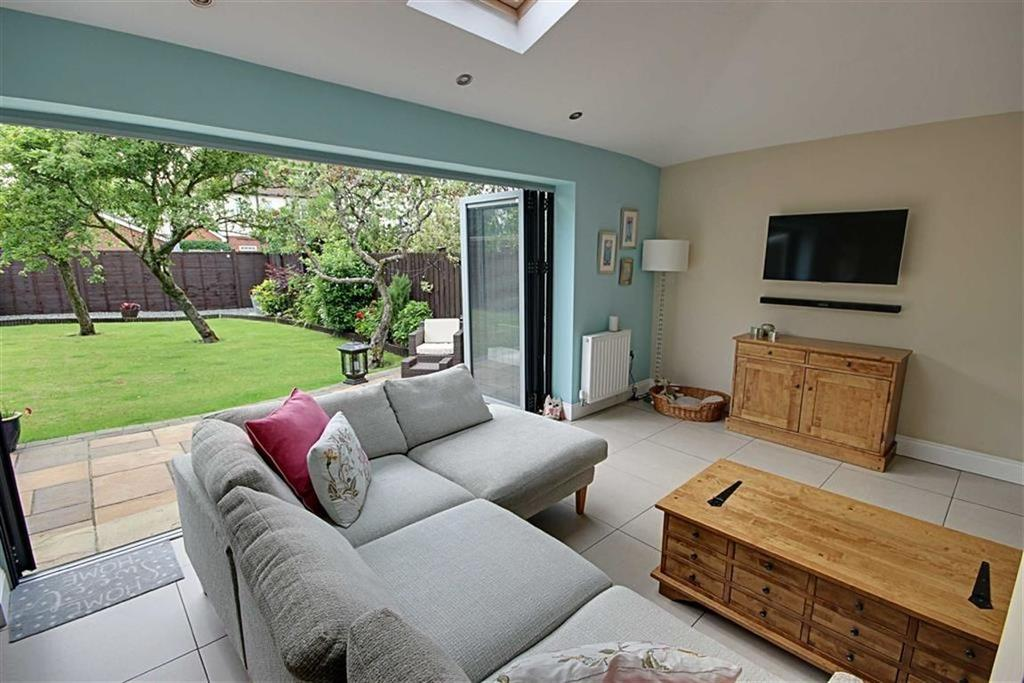 4 Bedrooms Semi Detached House for sale in West Avenue, South Shields, Tyne And Wear