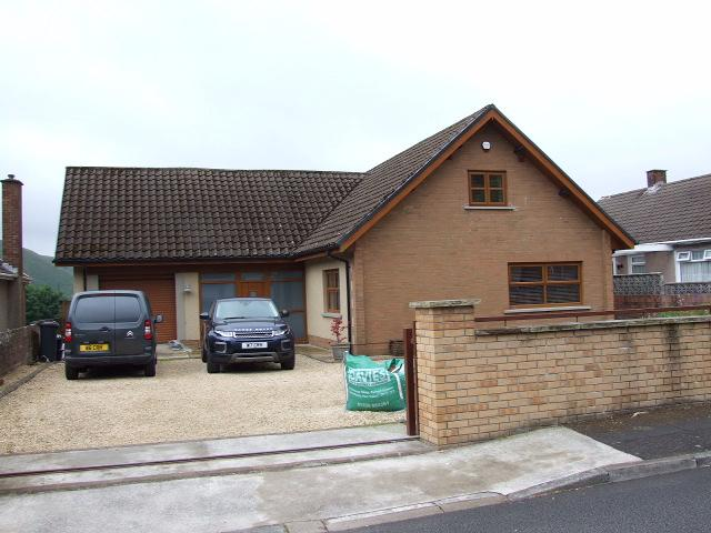 4 Bedrooms Bungalow for sale in 3 The Avenue, Cwmavon