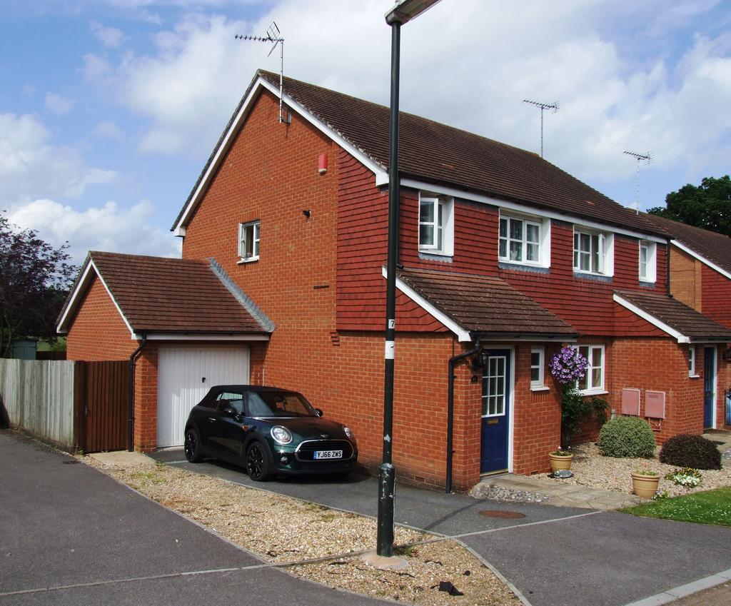 3 Bedrooms Semi Detached House for sale in Northend Close, Petworth GU28