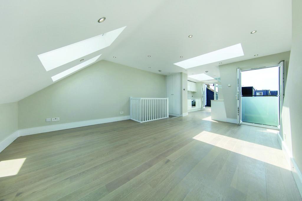 3 Bedrooms Flat for sale in Elborough Street, SW18