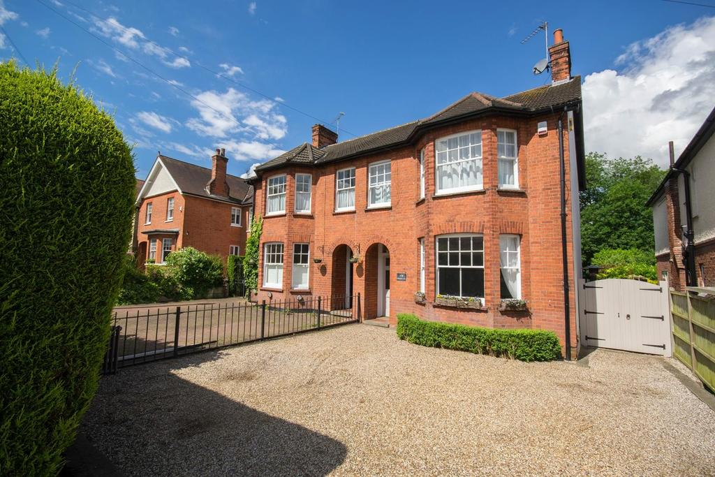 3 Bedrooms Semi Detached House for sale in Priests Lane, Shenfield, Brentwood, Essex, CM15