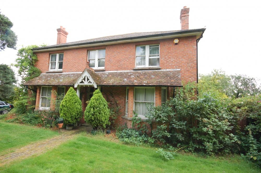 5 Bedrooms Detached House for sale in Newlands Road, Charing, TN27