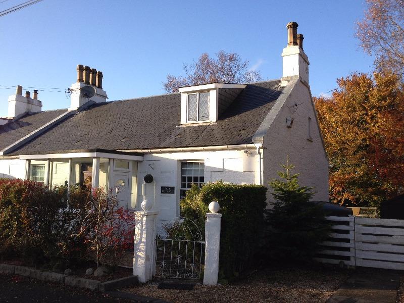 4 Bedrooms Semi Detached House for rent in Arns Village, Cumbernauld, North Lanarkshire, G67 3JW
