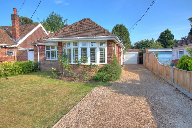2 Bedrooms Detached Bungalow for sale in Linden Grove, Chandlers Ford