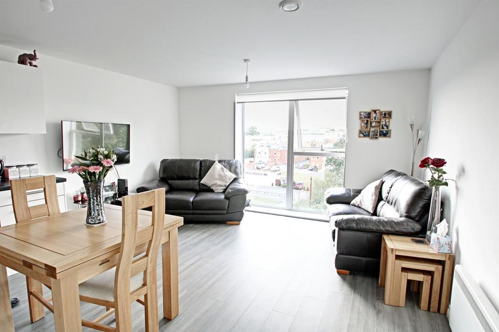 1 Bedroom Flat for sale in Commuters Paradise