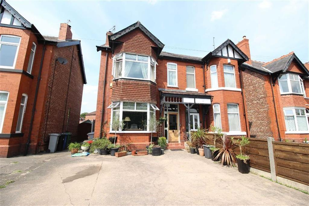 3 Bedrooms Semi Detached House for sale in Northenden Rd, Sale