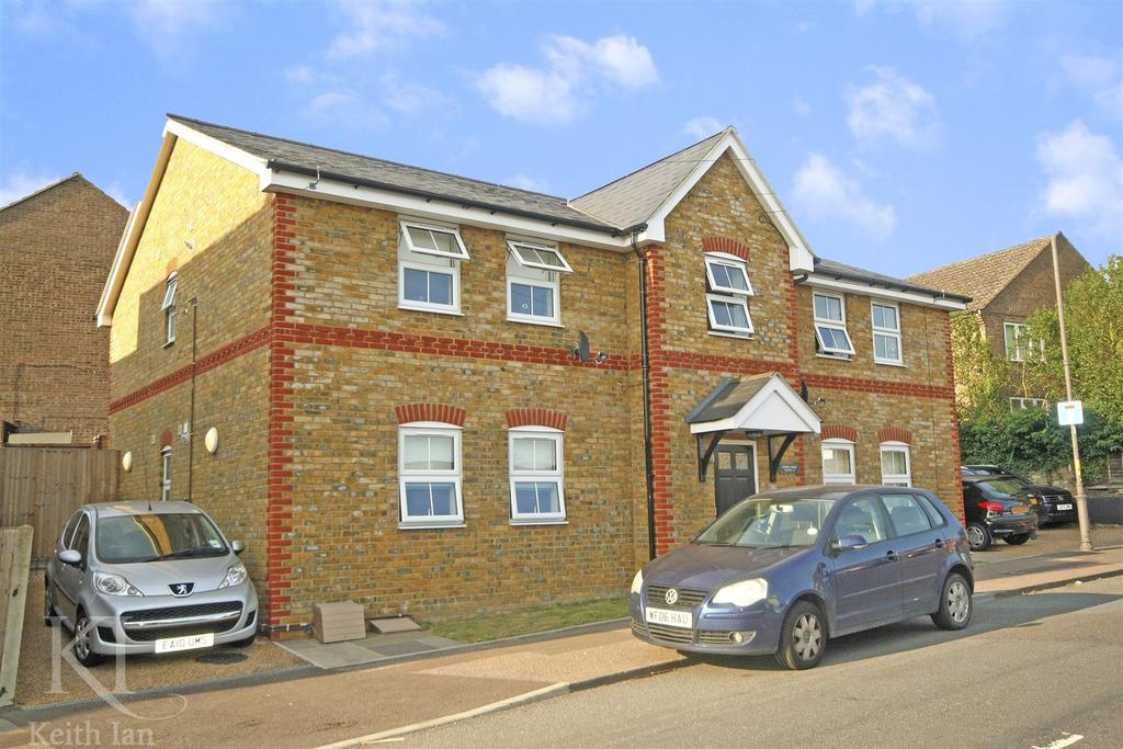 2 Bedrooms Apartment Flat for sale in Share of freehold, Gospel Court, Ware