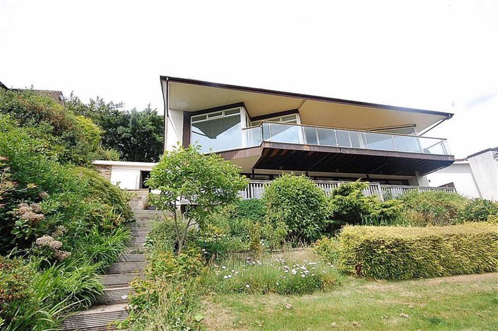 4 Bedrooms Detached House for sale in Arkenley Lane, Almondbury, Huddersfield, HD4