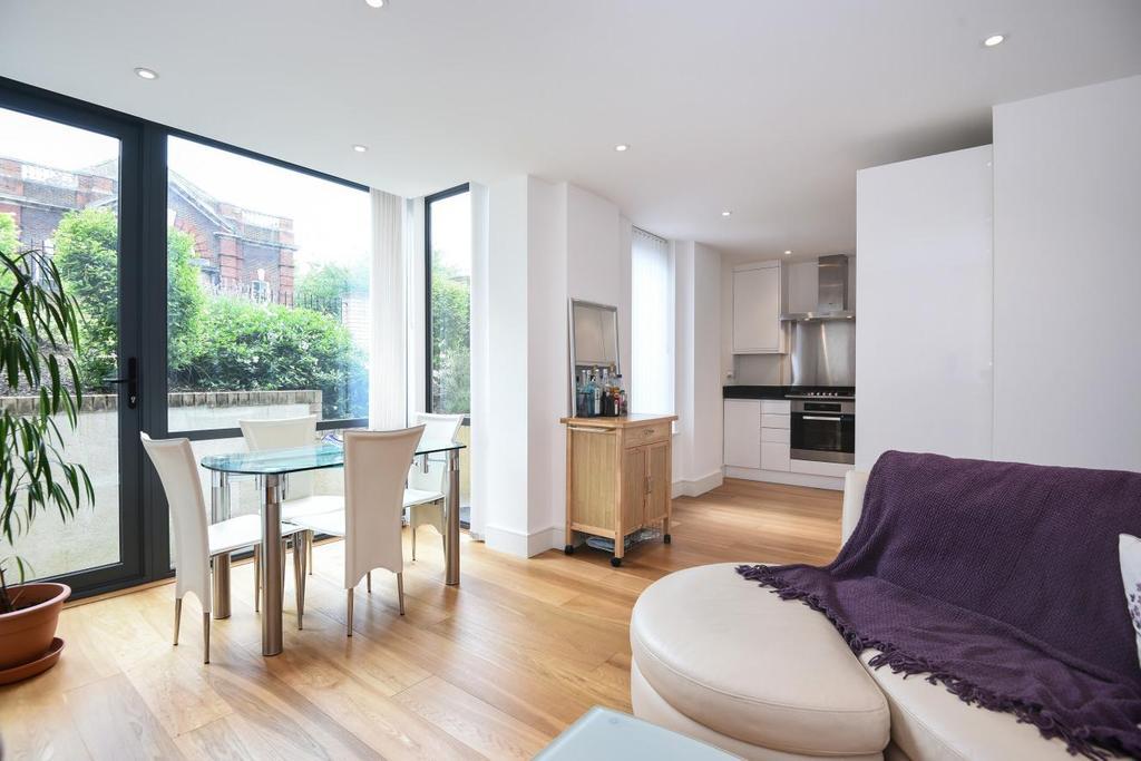 2 Bedrooms Flat for sale in Alton Road, Roehampton Lane, SW15