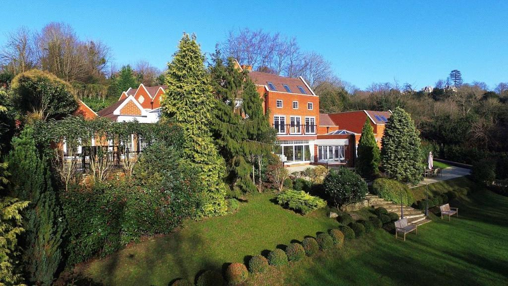 6 Bedrooms Detached House for sale in Cherkley Hill, Leatherhead, Surrey, KT22