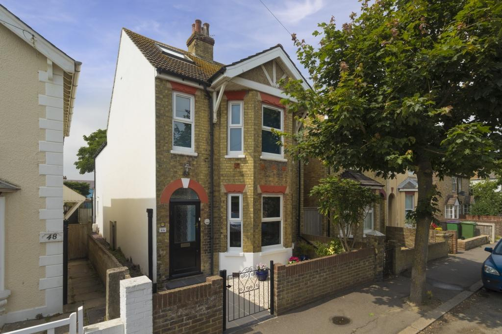 3 Bedrooms Detached House for sale in St Leonards Road, Hythe, CT21