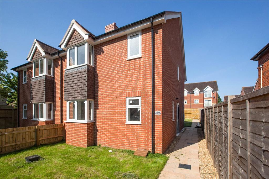 3 Bedrooms Semi Detached House for sale in Jubilee Road, Newbury, Berkshire, RG14