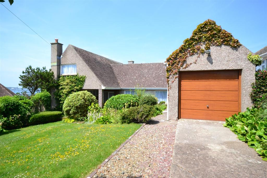 3 Bedrooms Detached Bungalow for sale in Pointfields Crescent, Hakin, Milford Haven