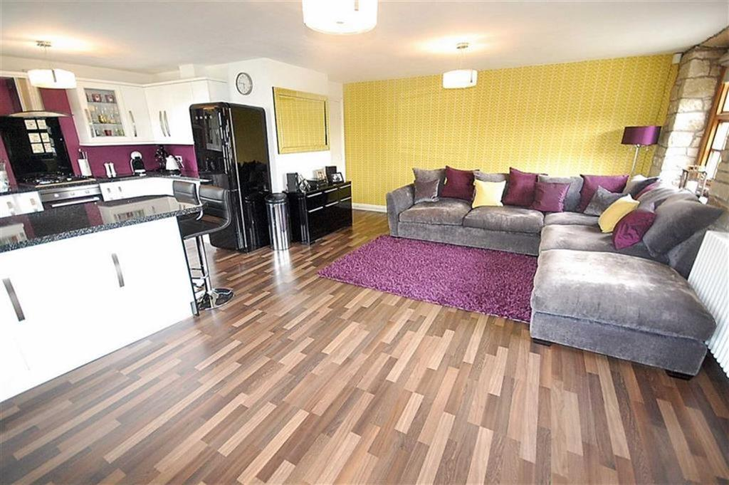 2 Bedrooms Apartment Flat for sale in Town Ing Mills, Stainland, HX4