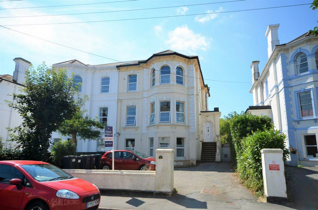 1 Bedroom Flat for sale in Barton Villas, Dawlish, EX7