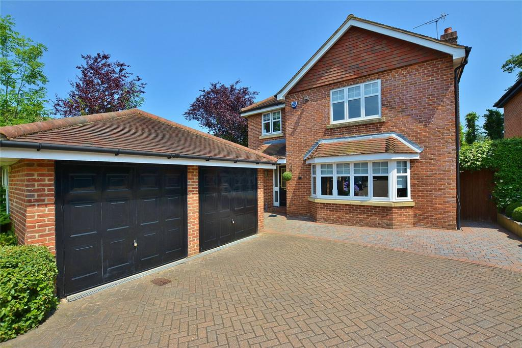 4 Bedrooms Detached House for sale in Goodison Close, Bushey, Hertfordshire, WD23