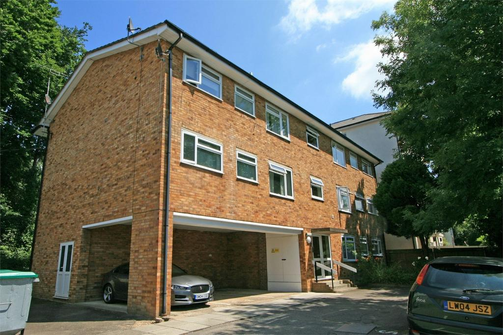 2 Bedrooms Flat for sale in Wanstead Road, Bromley, Kent