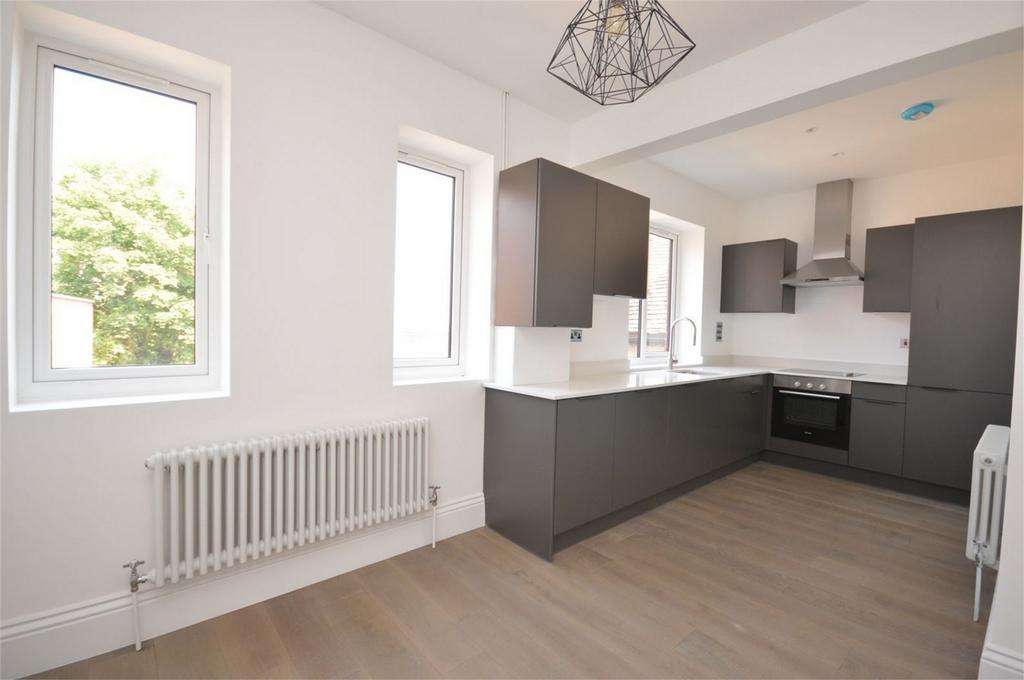 2 Bedrooms Flat for sale in 2 The Old Chambers, 287 - 291 High Street, Epping