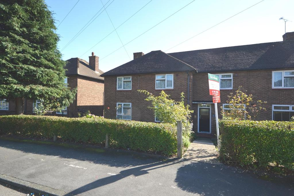1 Bedroom Ground Flat for sale in Dudley Road, Harold Hill, Romford, RM3