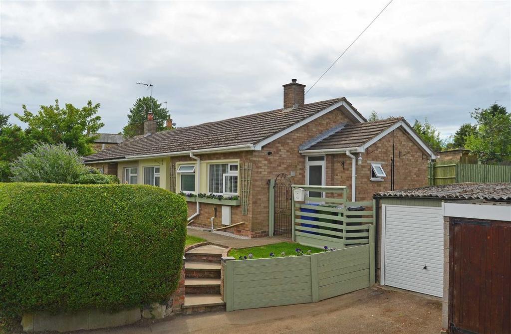 2 Bedrooms Semi Detached Bungalow for sale in Little Lane, Blisworth