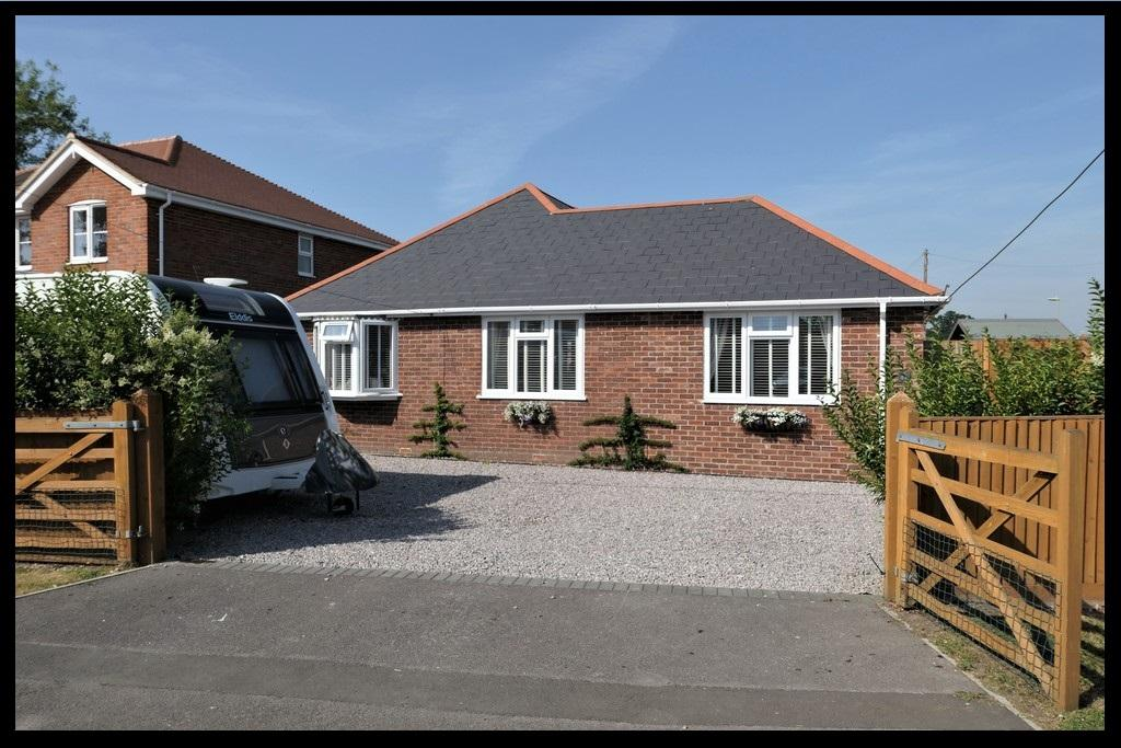 3 Bedrooms Detached Bungalow for sale in Hammonds Green, Totton, Southampton SO40