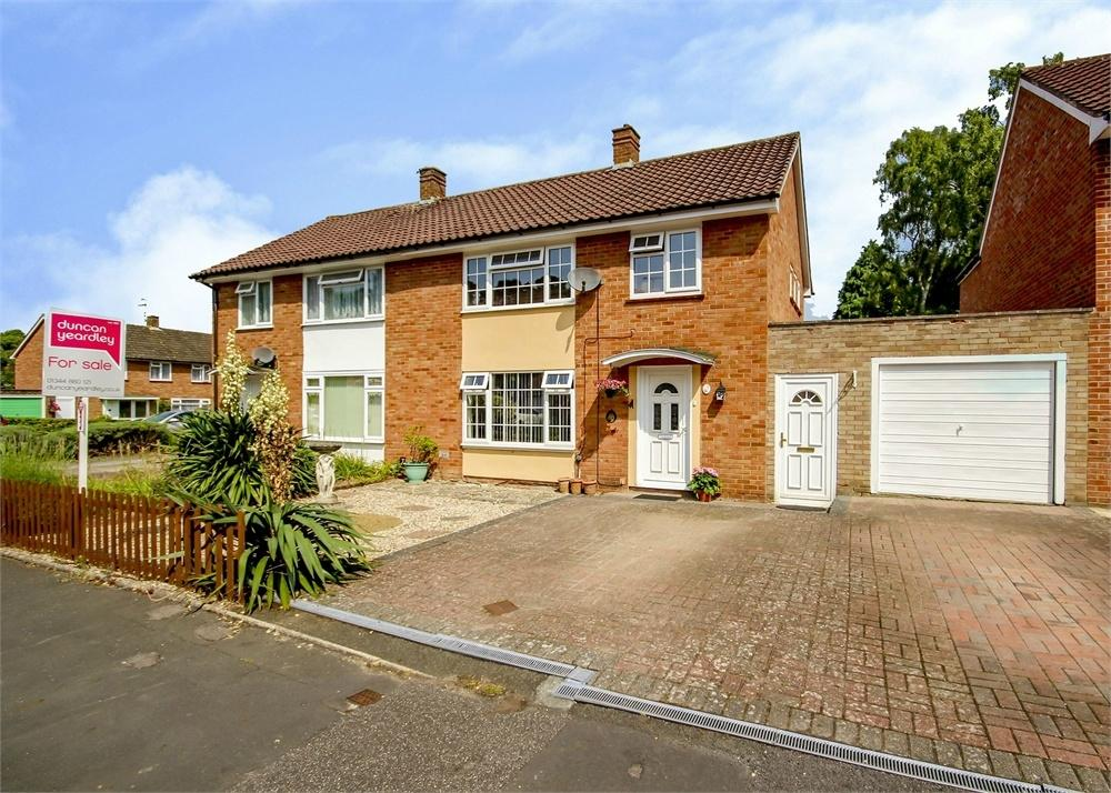 3 Bedrooms Semi Detached House for sale in Timline Green, Bracknell, Berkshire