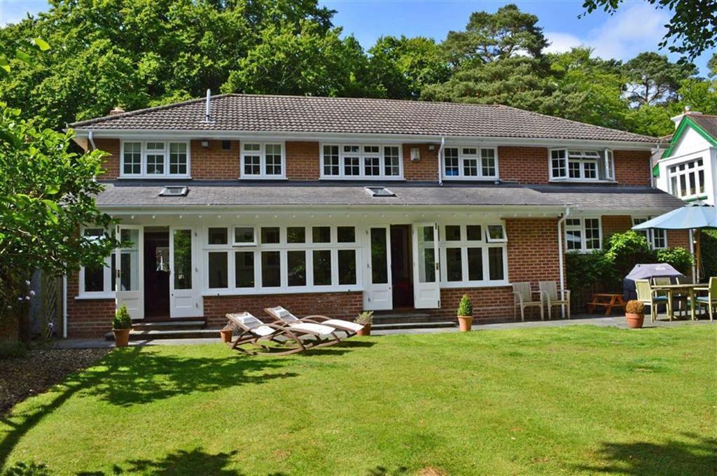 4 Bedrooms Detached House for sale in Wimborne Road, Wimborne, Dorset