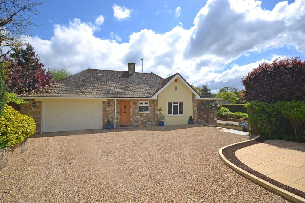 3 Bedrooms Detached Bungalow for sale in Castlegate, Pulborough, West Sussex, RH20