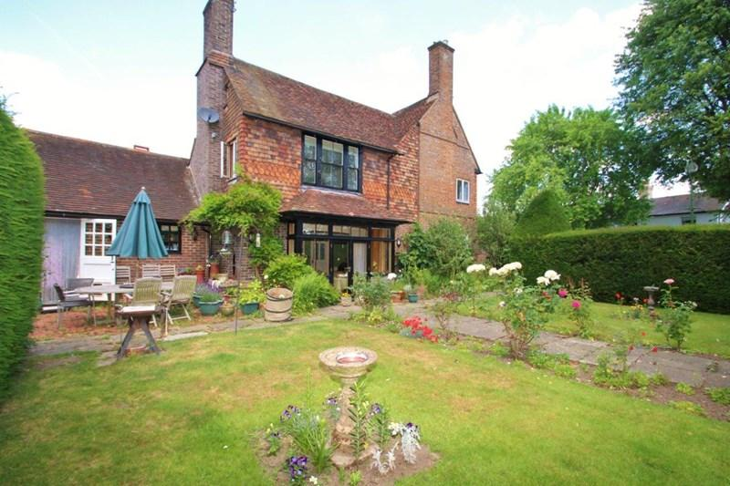 5 Bedrooms Detached House for sale in Whitemans Green, Cuckfield