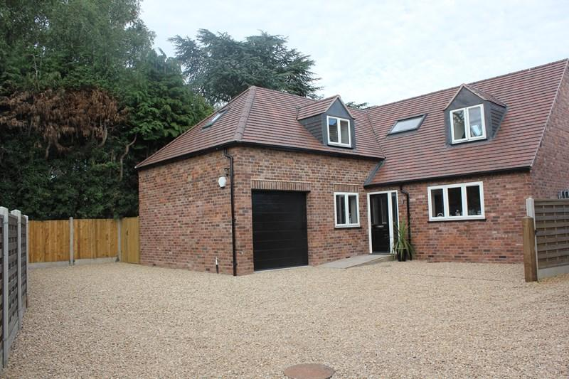 4 Bedrooms Bungalow for sale in Bromsgrove Road, Hagley, Stourbridge