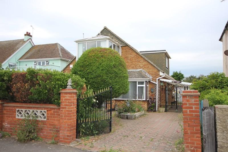3 Bedrooms Detached House for sale in Kings Parade, Holland on Sea