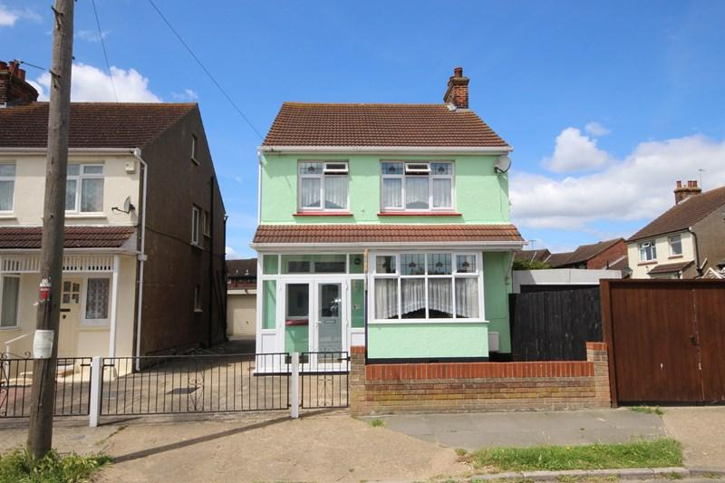 3 Bedrooms Detached House for sale in Park Road, Clacton-On-Sea