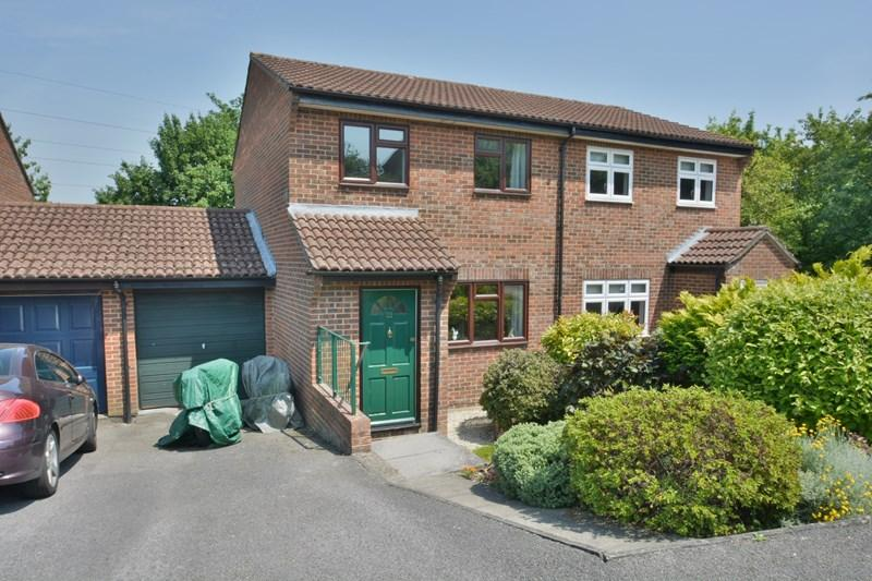 3 Bedrooms Semi Detached House for sale in Cusden Drive, Andover