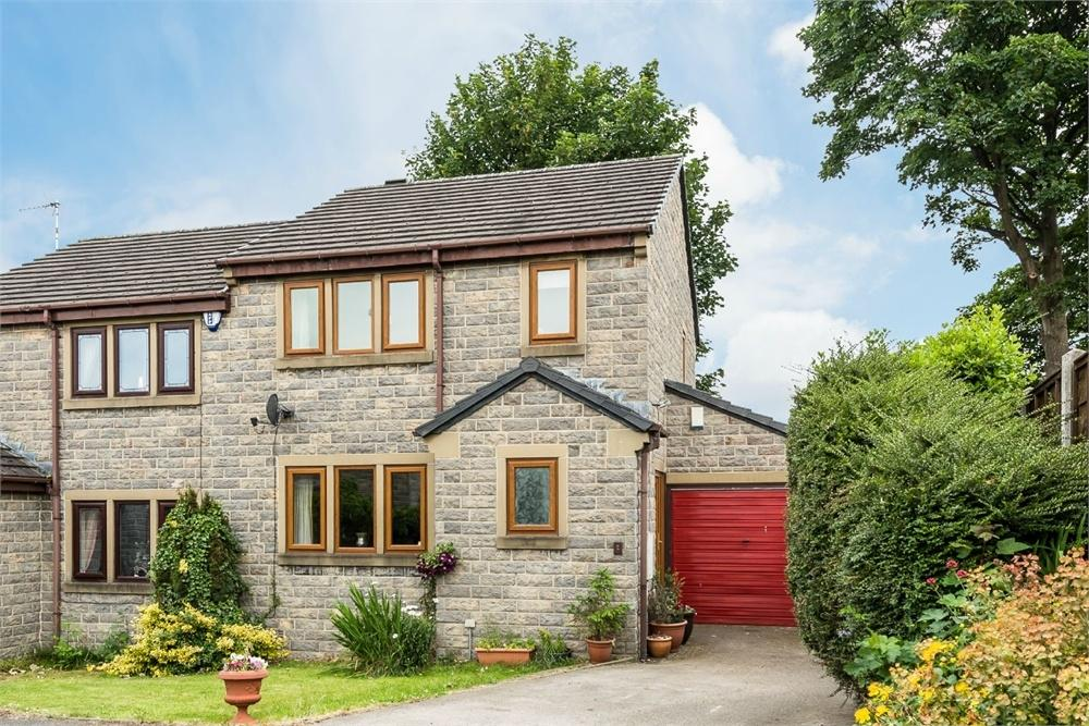 3 Bedrooms Semi Detached House for sale in Holdsworth Court, CLECKHEATON, West Yorkshire