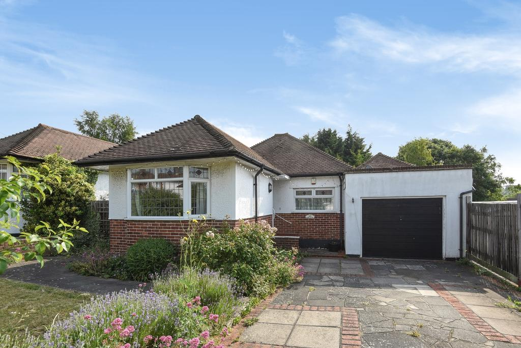 3 Bedrooms Bungalow for sale in Northlands Avenue Orpington BR6