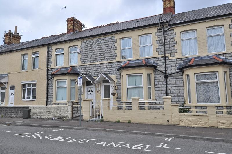 3 Bedrooms Terraced House for sale in 23 George Street, Barry, The Vale Of Glamorgan. CF63 4NJ