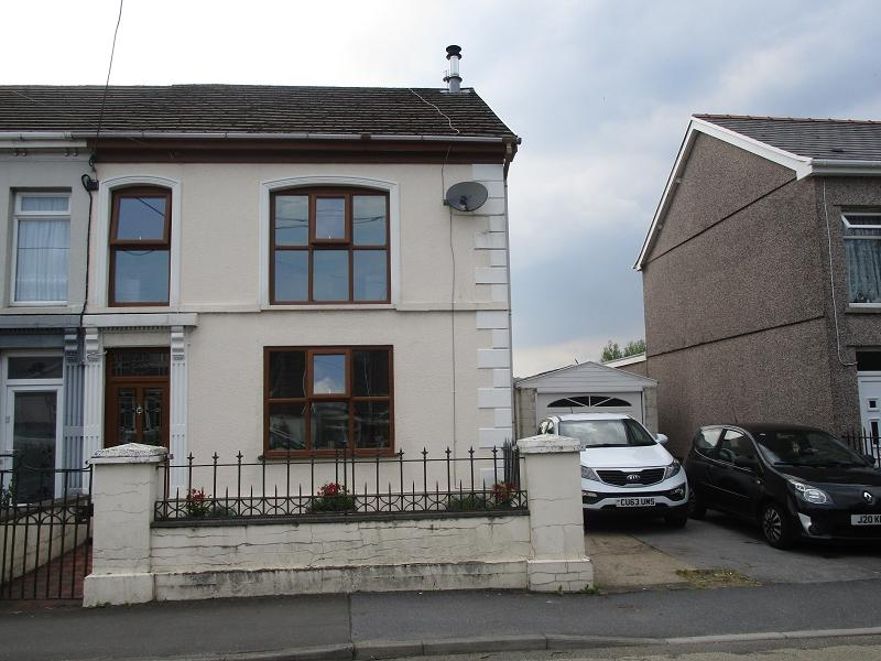 3 Bedrooms Semi Detached House for sale in Brecon Road, Ystradgynlais, Swansea.