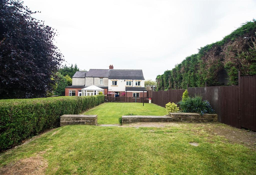 4 Bedrooms Semi Detached House for sale in Shelley Woodhouse Lane, Lower Cumberworth, HD8 8PH