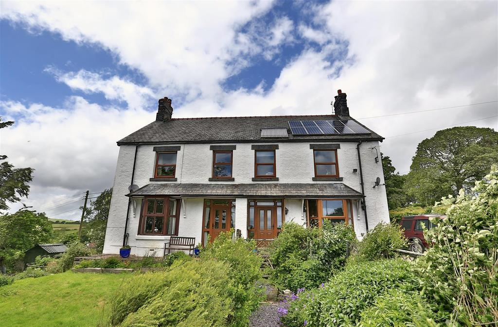 8 Bedrooms Detached House for sale in Betws Gwerfil Goch, Corwen
