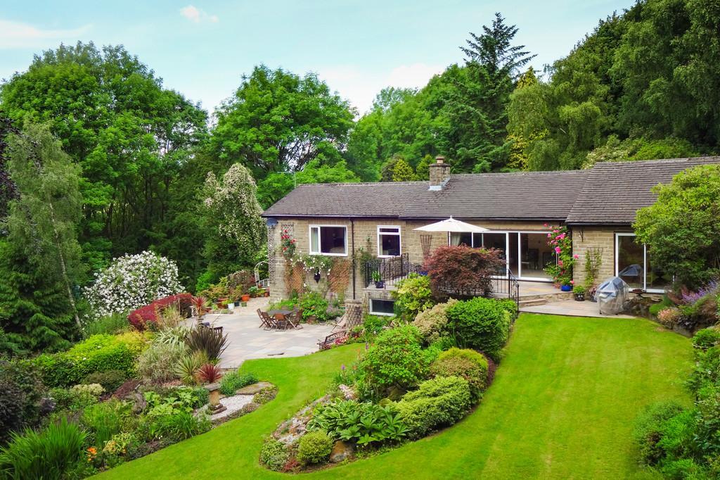 4 Bedrooms Detached Bungalow for sale in Woodstone House, Froggatt Edge, Calver, Hope Valley, S32 3ZJ