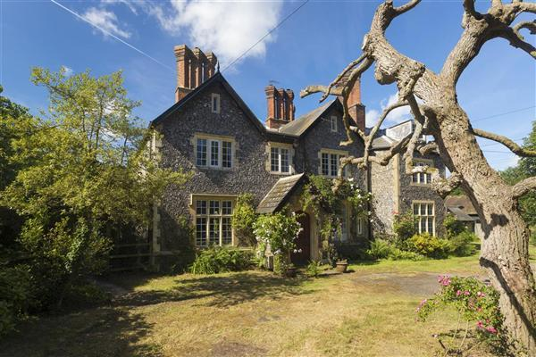 4 Bedrooms Semi Detached House for sale in The Old Vicarage, Boughton Hill, Dunkirk