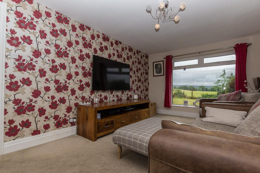 3 Bedrooms Terraced House for sale in 28 Hall Park, Burneside