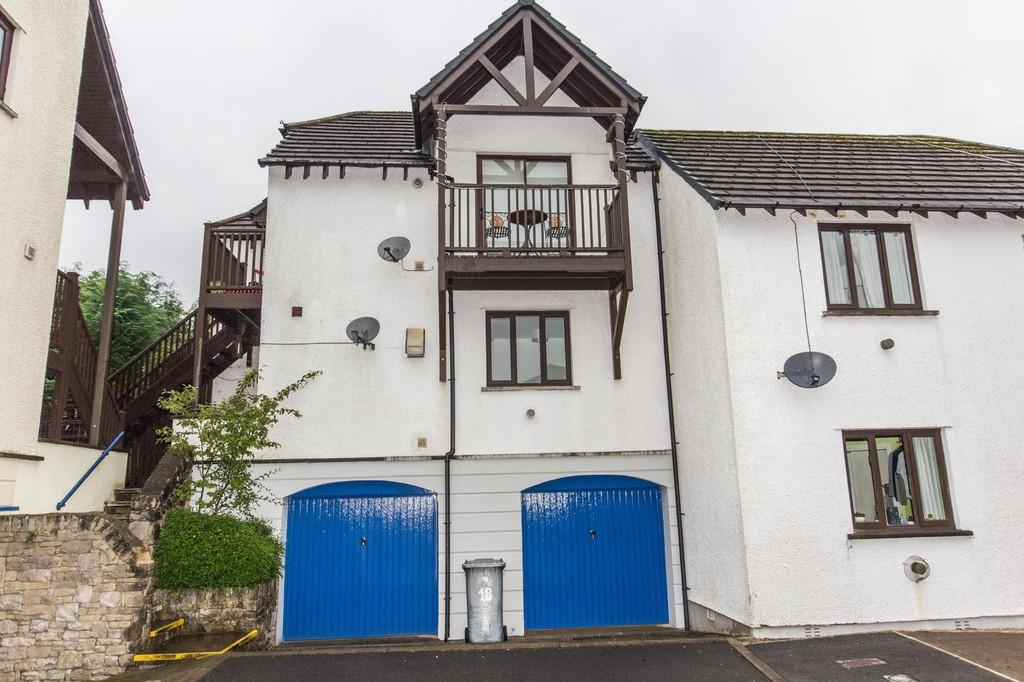 2 Bedrooms Flat for sale in 17 Howe Gardens, Kendal LA9 7PY