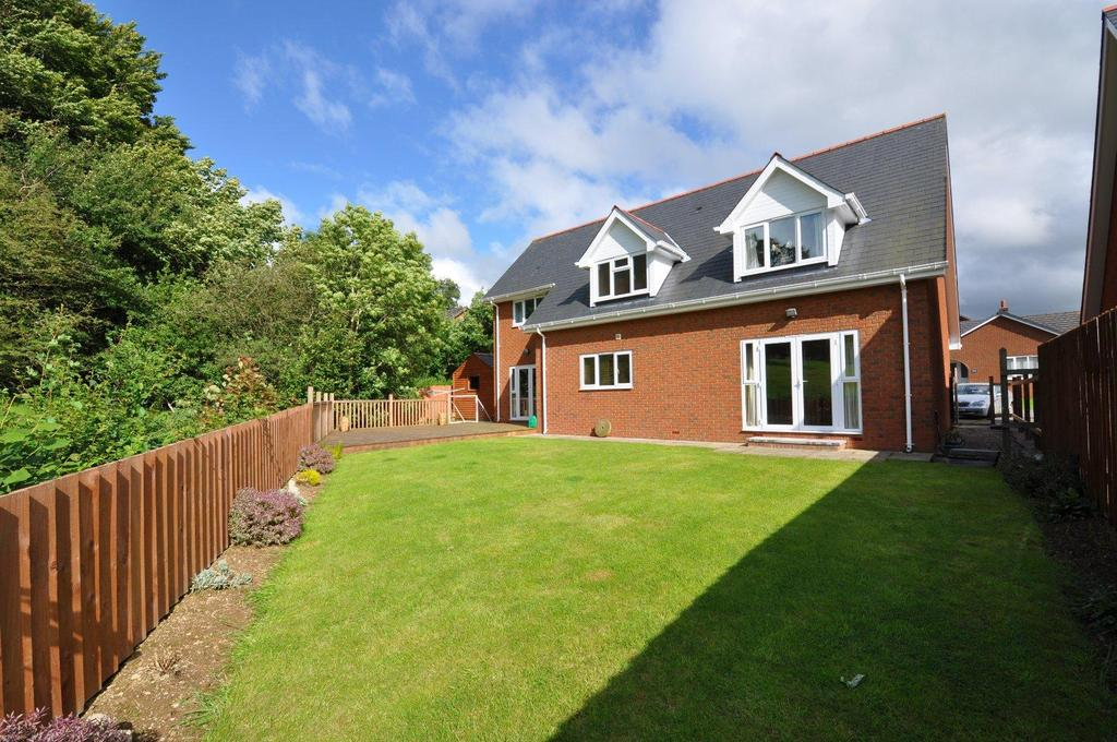 3 Bedrooms Detached House for sale in Maes Cottage, Rhayader