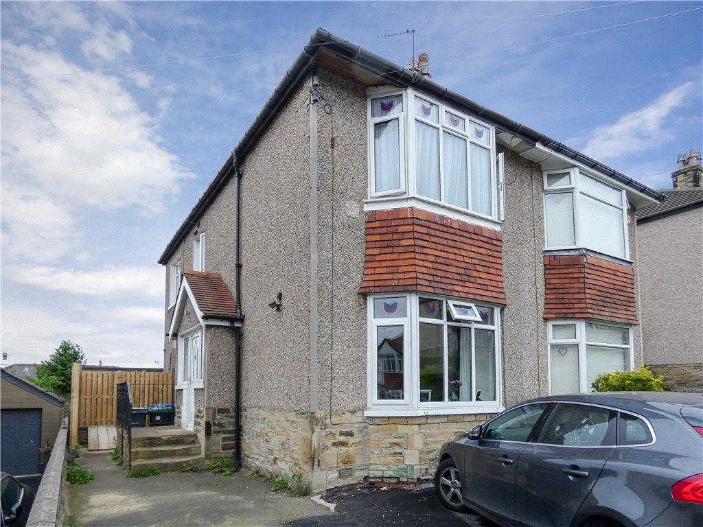 3 Bedrooms Semi Detached House for sale in Hinchliffe Avenue, Baildon, West Yorkshire